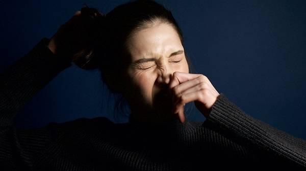 Медики рассказали, почему чихание может быть опасным