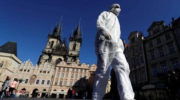 Чехия из-за всплеска заражений коронавирусом возвращается к масочному режиму
