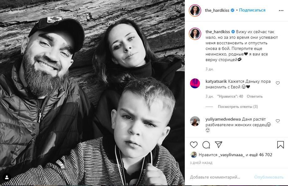 «Даня растёт разбивателем женских сердец»: Юлия Санина показала трогательное семейное фото с мужем и сыном