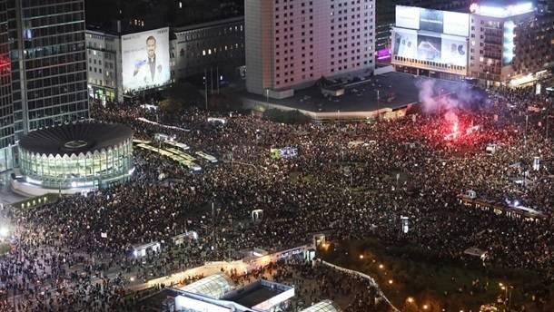 Порядка 100 тысяч людей вышли на протесты в Варшаве против запрета абортов