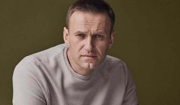 Навальный собирается подать в суд на спикера Путина Дмитрия Пескова
