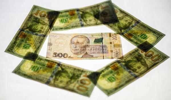 На межбанке доллар опять возобновил  рост