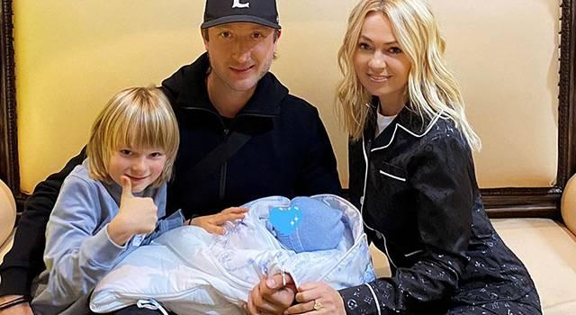 «Похож на суррогатную маму»: Яна Рудковская впервые показала новорожденного ребенка