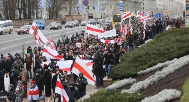 «Гранаты, взрывы и пули»: Милиция Минска начала применять спецсредства против активистов