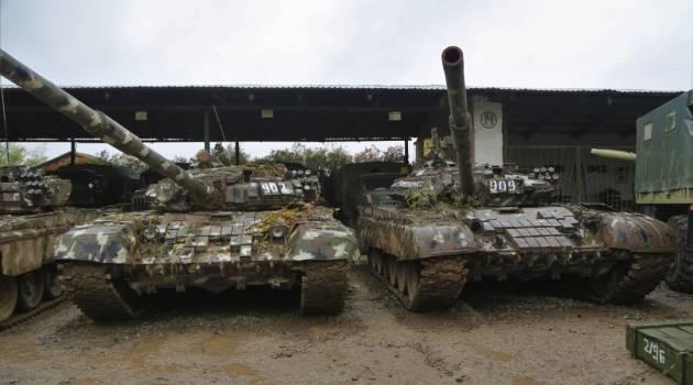 Азербайджан начал такую атаку, что армяне, убегая, оставили противнику целый ангар с танками, САУ и пушками