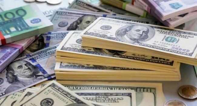 Национальная валюта ослабла: в Украине вырос курс доллара и евро