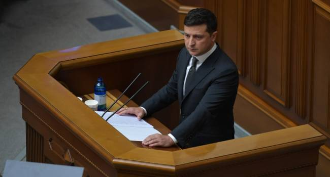 Политолог: Зеленский прочитал свое послание к Верховной Раде с телесуфлеров Януковича