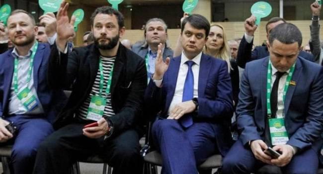 Десятки камер, суфлеры, видеоролики о «героических депутатах»: «слуги» Зеленского едут на Донбасс