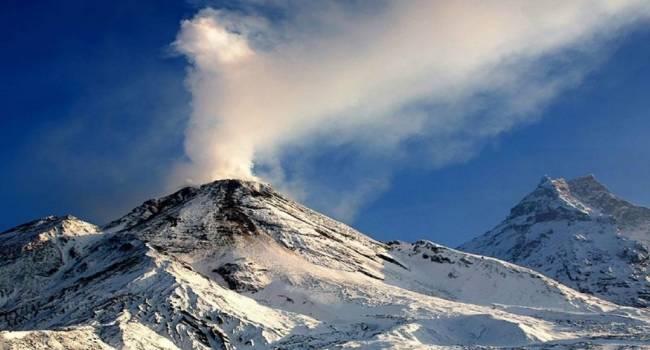 Произошел сильный взрыв: на Камчатке началось извержение вулкана