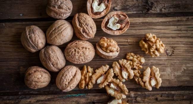 «Для идеальной работы кишечника»: ученые выявили новые уникальные свойства грецких орехов