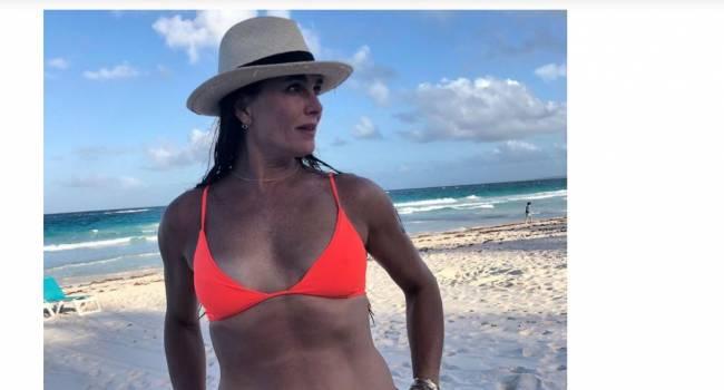 «Просто расслабься»: 55-летняя Брук Шилдс не постеснялась показать свою фигуру в бикини