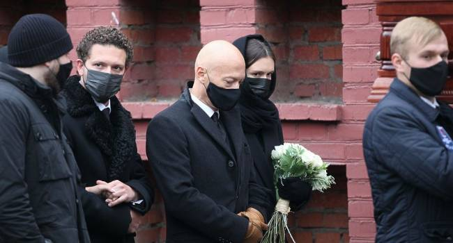 «Всё-таки принесла соболезнования»: бывшая невестка Скобцевой не появилась на её похоронах