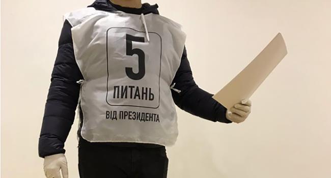 Стало известно, как будут выглядеть волонтеры президента, которые будут опрашивать украинцев в день выборов