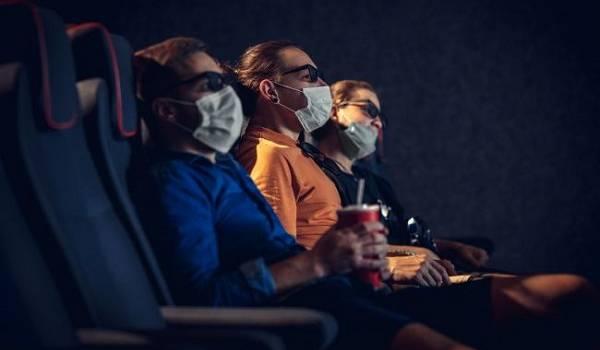 С определенными ограничениями: кинотеатрам в «красной зоне» разрешили возобновить работу