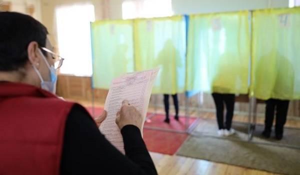 Запутались в бюллетенях: избиратели в Донецкой области провели митинг