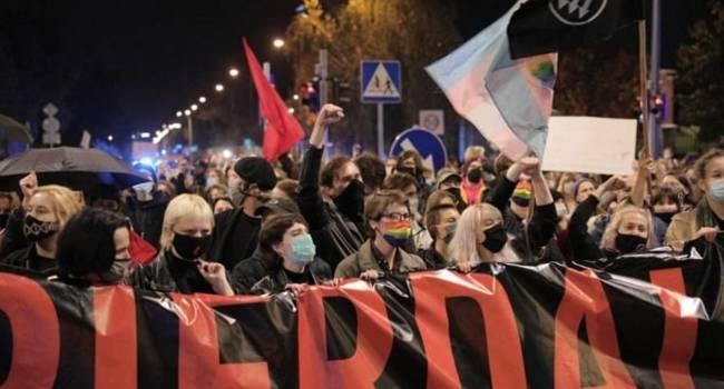 «Где это страшное и беспощадное движение «Фемен»?»: после законодательного запрета абортов Польшу охватили протесты