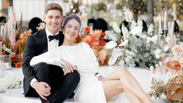 «Какая же вы чувственная и женственная!» Жена Владимира Остапчука показала новые фото с их свадьбы