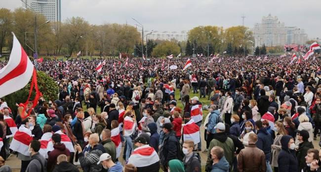 «Россия уже дистанцировалась»: дипломат прокомментировал протесты в Беларуси
