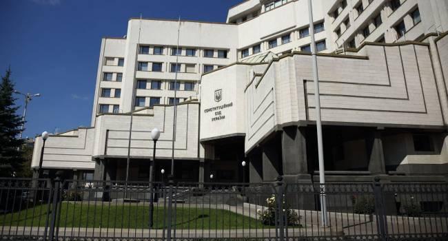 «Набор свиней в КСУ бьет по украинскому государству»: Литвин призывает украинцев организовать акцию протеста под зданием Конституционного суда