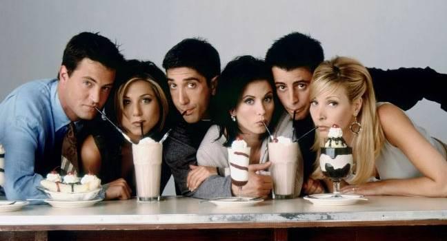 «Нас ждет насыщенный год»:  Мэттью Перри рассказал, когда начнут снимать новый эпизод сериала «Друзья»