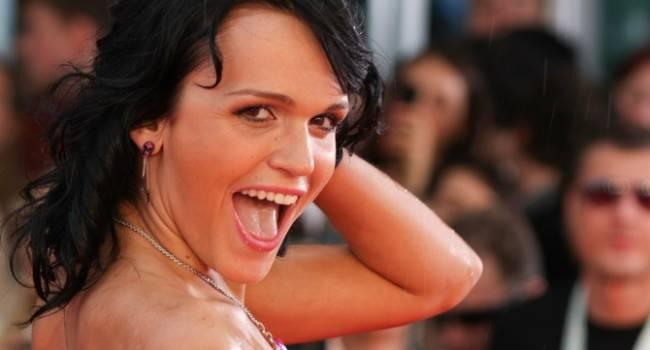«Вы певица или стриптизерша, определитесь уже»: певица Слава показала эротические танцы и нарвалась на критику