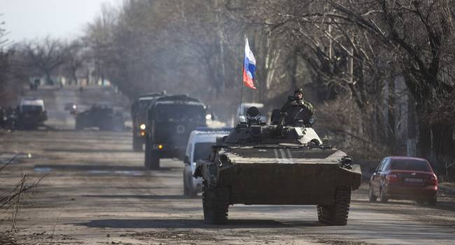 «Готовятся к котлу?»: Боевики активно стягивают в Донецк бронетехнику. Замечены БТРы, САУшки и прочее