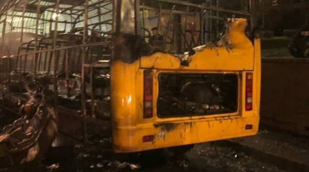 Пожар в Киеве: Маршрутный автобус выгорел дотла