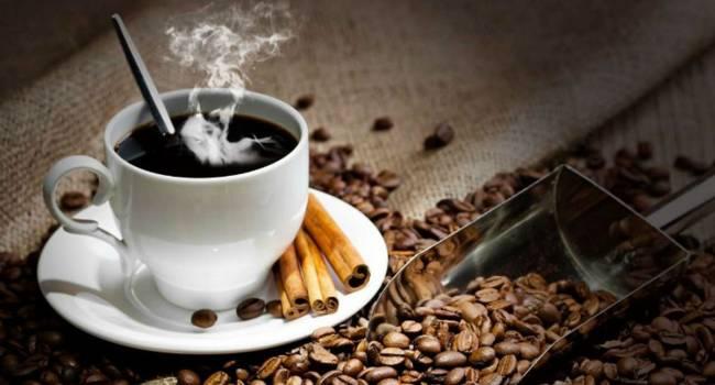 «Можно спровоцировать обострение хронических заболеваний»: Врачи объяснили, почему нельзя пить кофе натощак