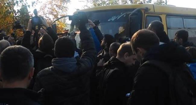 Нусс: Зеленский за 2 дня потратил полтора миллиона гривен на акции титушек под домом Порошенко