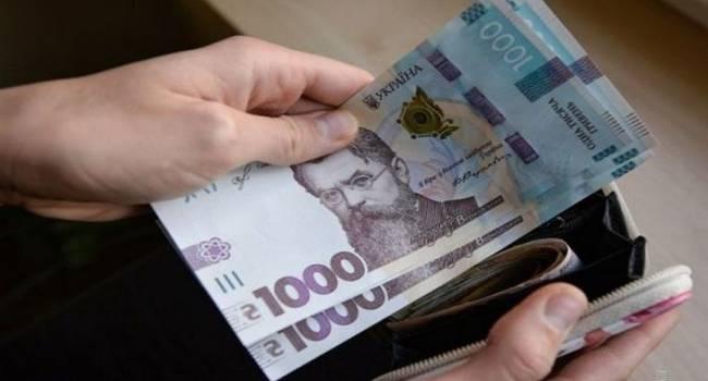 Политолог: денег в казне уже нет, выплаты прекращаются