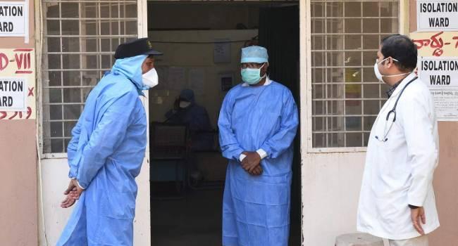 И вдобавок укусила кобра: иностранец успел за несколько дней пребывания в Индии заразиться коронавирусом, лихорадкой денге и малярией