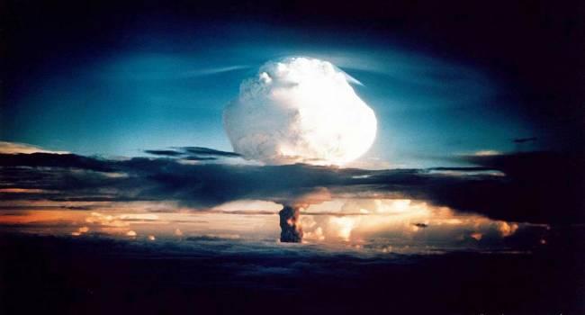 Испытание термоядерной бомбы США: Снаряд В61-12 попал точно в цель через 42 секунды после сброса