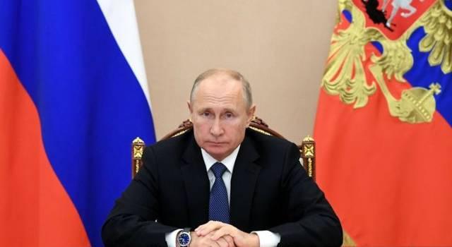 «Дедушку сливают, что ли?»: в сети не на шутку озадачены поведением Путина