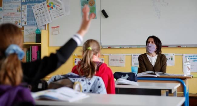 Правительство Зеленского-Шмыгаля отдельным постановлением отменило плановое повышение зарплаты учителям и преподавателям