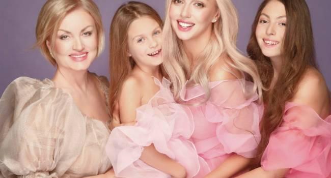 «Две, которые думают, что они Богини и одна Алиса точно это знает»: Оля Полякова поделилась редким фото со своими дочерьми
