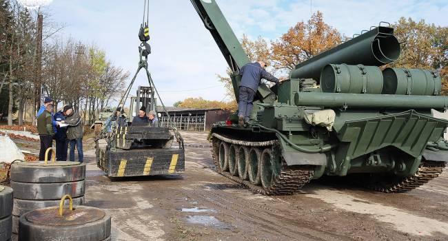 Ветеран АТО: были времена, когда в армию передавали технику сотнями единиц, теперь 1 тягач-эвакуатор. Хорошо, что хоть настоящий