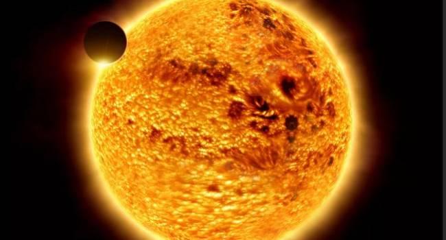 Объект намного больше Земли: известный уфолог заявил о нахождении огромного НЛО вблизи Солнца
