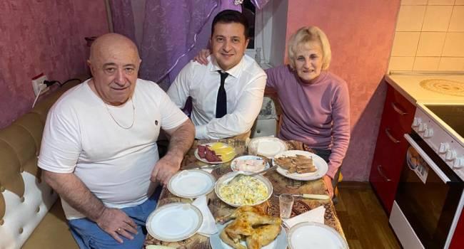 Подгорная: Родители Зеленского живут в Киеве, в квартире площадью 100 квадратов в центральной части города. Так что фото - это постановка, в которой нет ни грамма правды