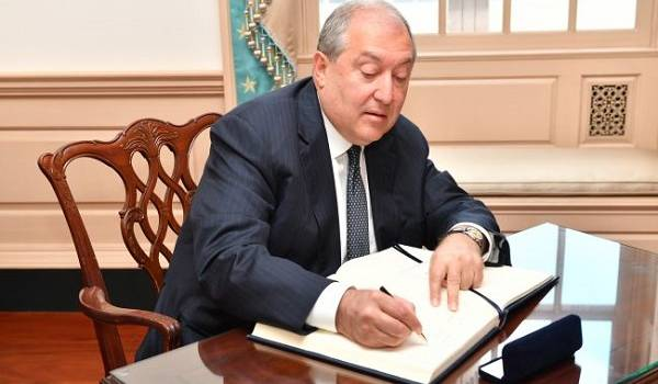 Сегодня президент Армении совершит частный визит в Москву
