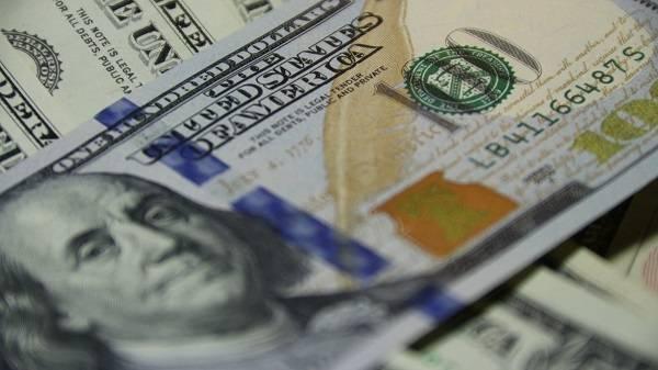 Доллар продолжает дорожать, приблизившись к максимальной отметке за 2020 год