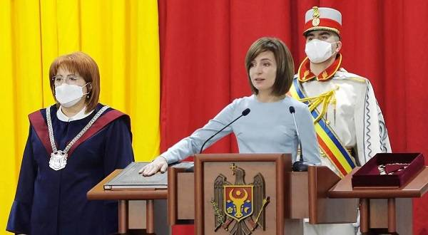 Майя Санду на церемонии инаугурации заговорила на украинском языке: подробности