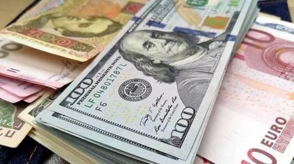 Нацбанк еще на 10 копеек снизил официальный курс доллара