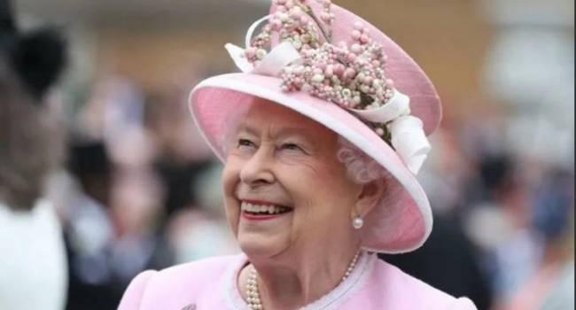 Это даже неприлично для королевы: бывший дворецкий принцессы Дианы рассказал о странном хобби Елизаветы II
