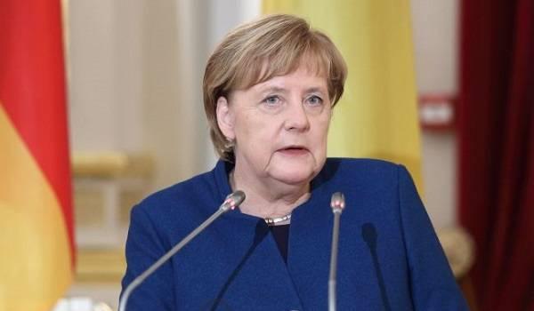 «Нам нужно быть очень осторожными»: Меркель заговорила о третьей волне COVID-19