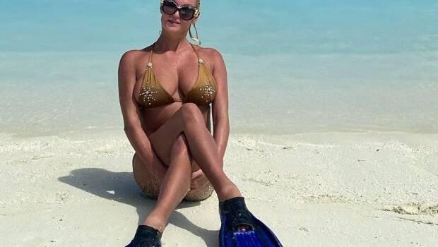 Анастасия Волочкова позировала в прозрачном платье, под которое не стала надевать белье