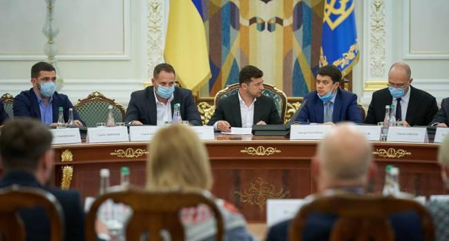 Социологи выяснили, что более трети украинцев не знают, кто такой Ермак, Шмыгаль и Разумков