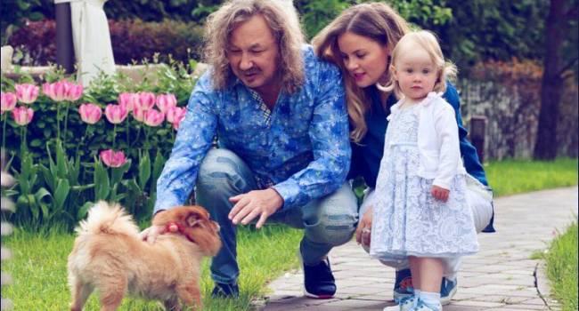 Игорь Николаев показал, как его маленькая дочь Вероника готовится к первой в своей жизни новогодней ТВ-съёмке на «Мосфильме»