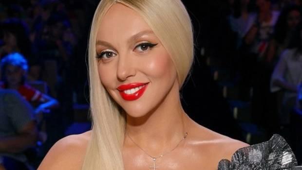 «Нос обрезала! В губах больше филлера»: Оля Полякова выложила коллаж из двух своих снимков, показав, как выглядит сейчас и 10 лет назад