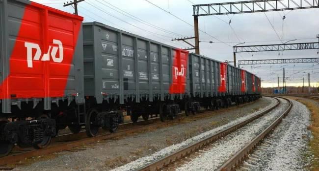 Украинские воины забросали вагоны РЖД мешками с мусором