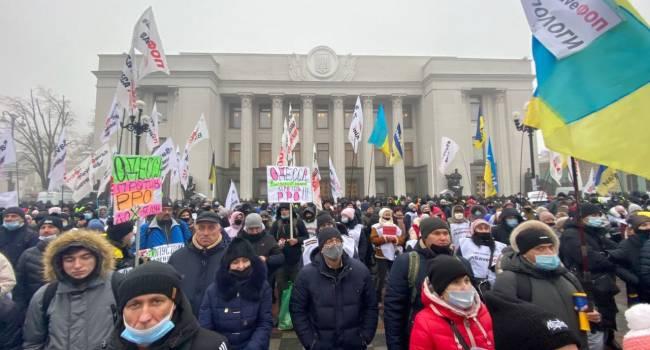 Политолог: впервые против власти Зеленского вышли не политики, а средний класс, а это уже не звоночек, а колокол